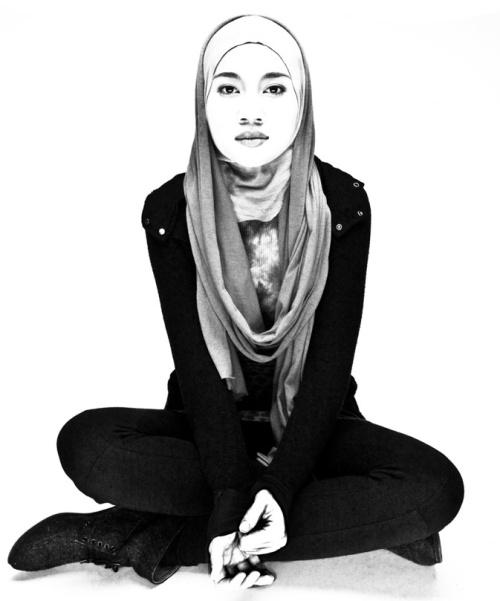 www.illholiday.com Yuna Sitting