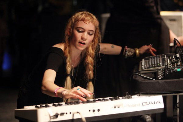 grimes4 Grimes Gear Was Stolen After Her Show in England