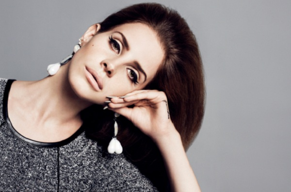 lana Video: Lana Del Rey Covers Blue Velvet For H&M